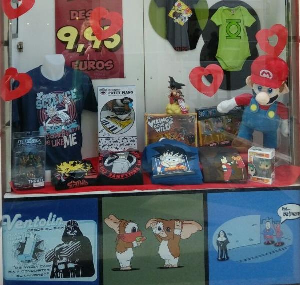 Parte del escaparate de la tienda Sr. Miyagi, en el Centro de Málaga