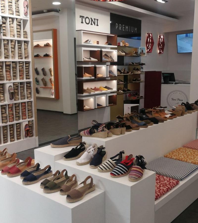 Interior de la tienda de Toni Pons en Málaga