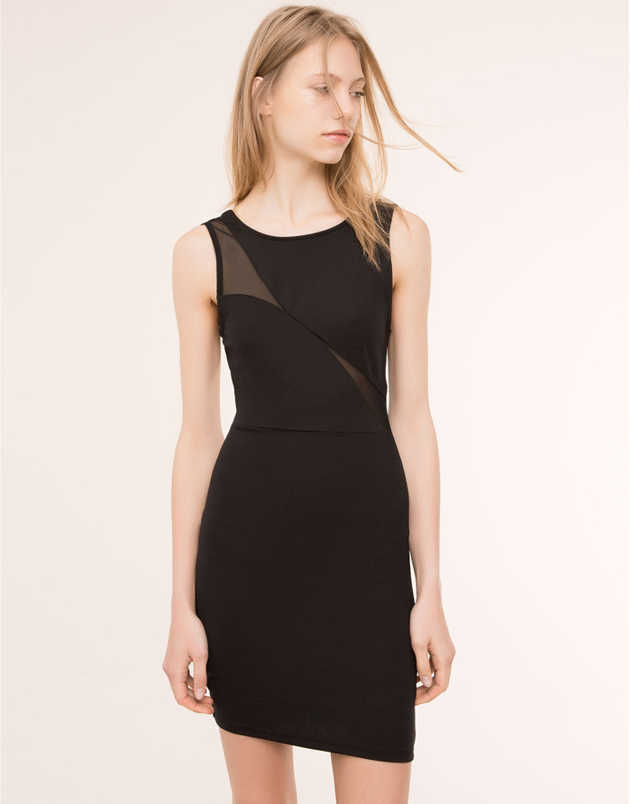 El Little Black Dress nunca falla. Vestido de Pull & Bear por 12,99 euros