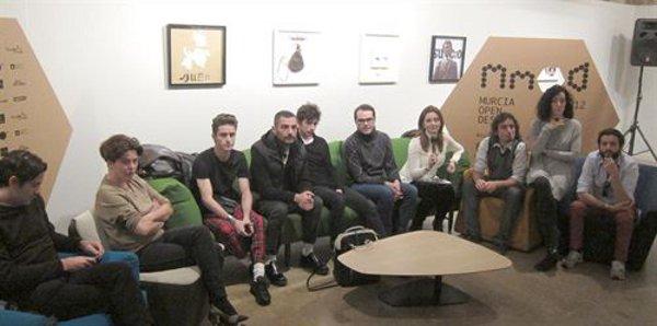 0e5b999cda Y, por último, una buena noticia del sector. Esta semana ha arrancado la  'Murcia Open Design', un micro festival de moda y diseño gráfico. en el que  ...
